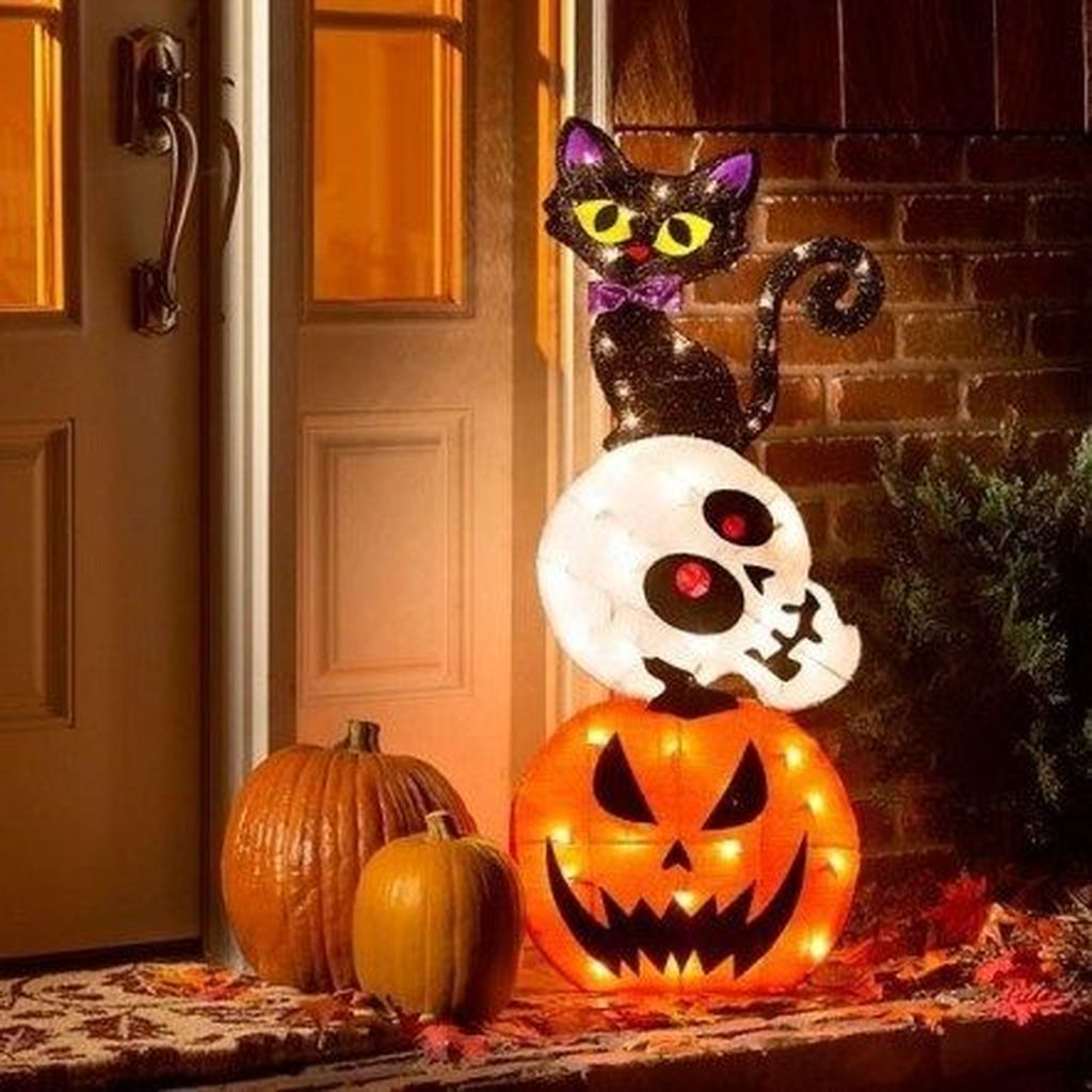 Amazing Halloween Outdoor Decorations Ideas 36