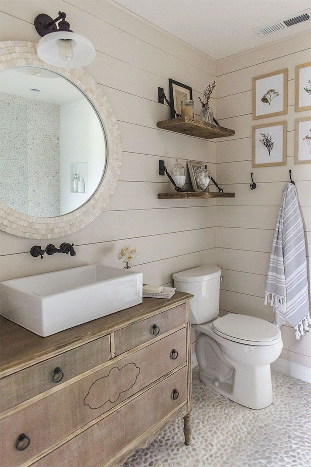 Awesome Coastal Style Bathroom Decorating Ideas 11