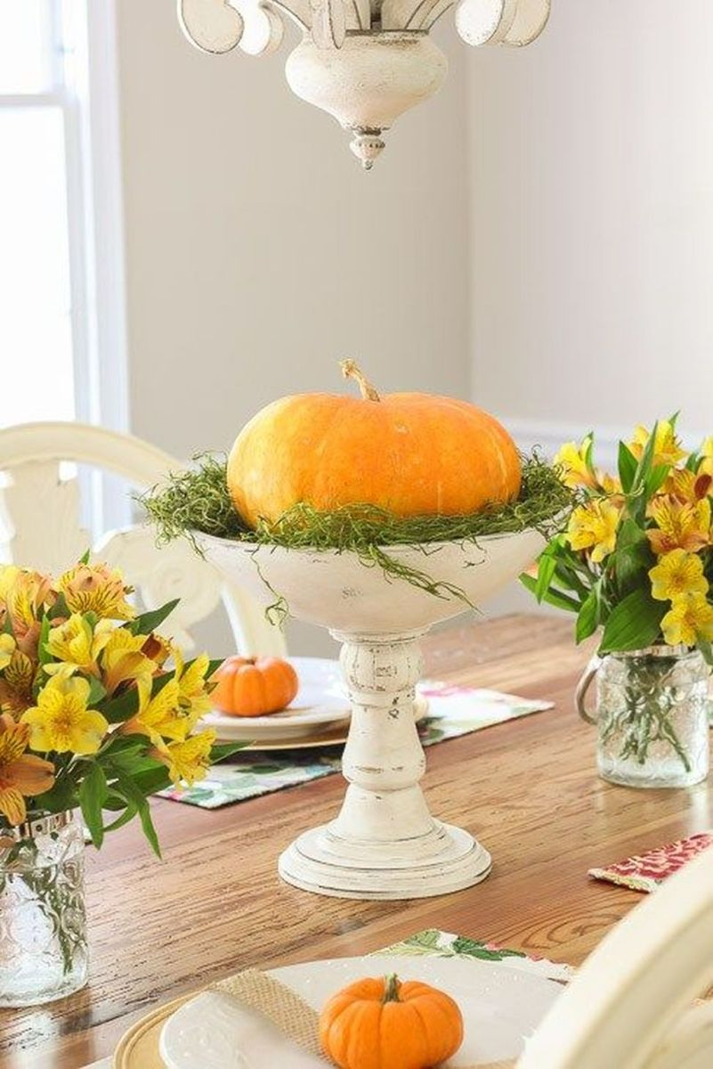 Awesome Fall Table Decorations Ideas You Should Apply This Year 19