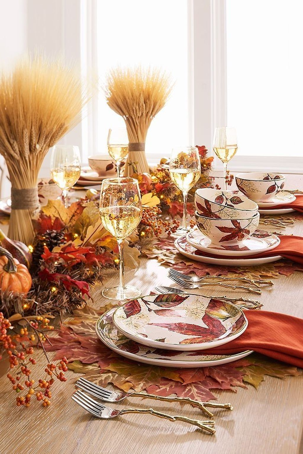 Awesome Fall Table Decorations Ideas You Should Apply This Year 30
