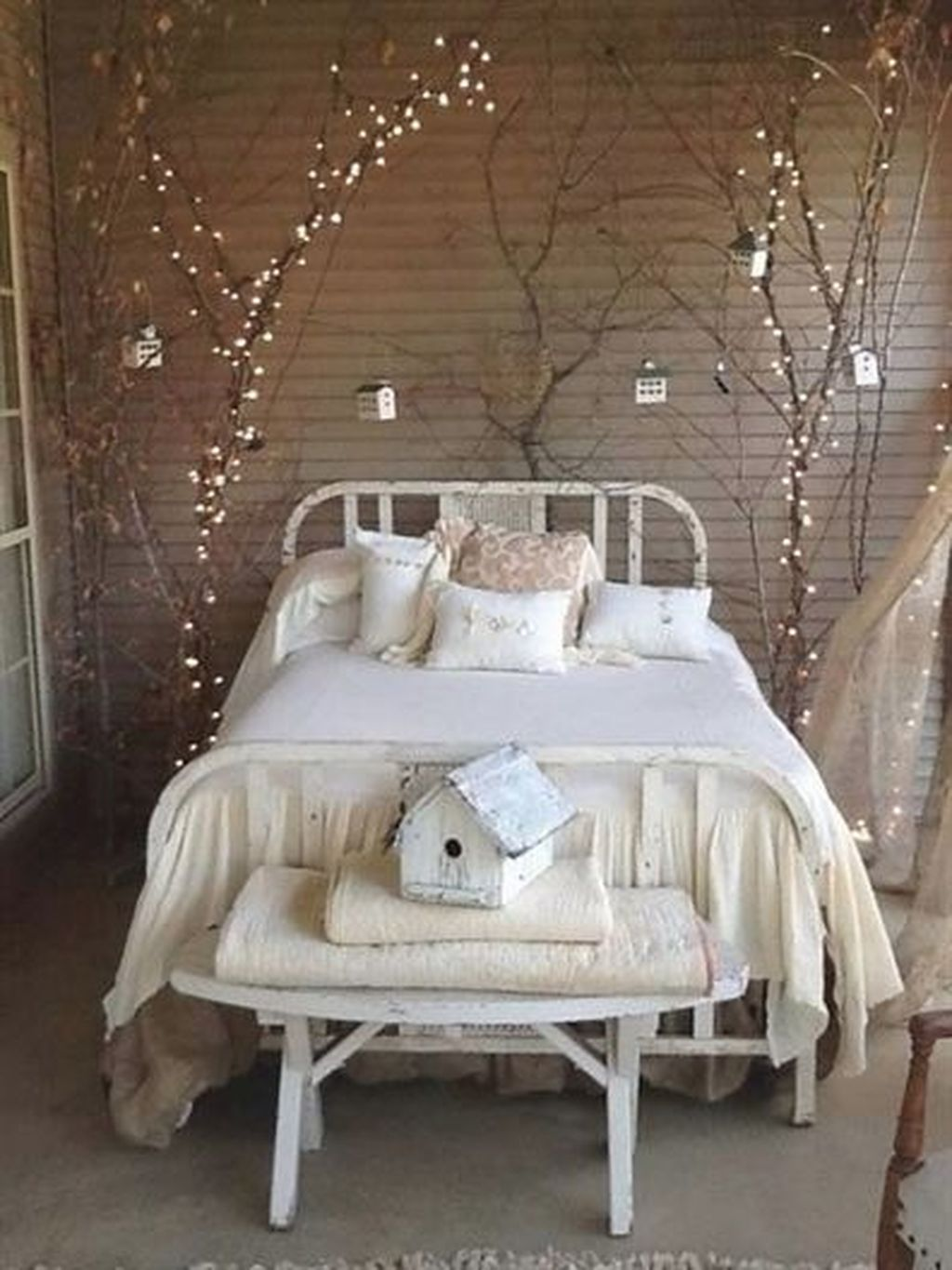 Beautiful Romantic Bedroom Lighting Ideas 27