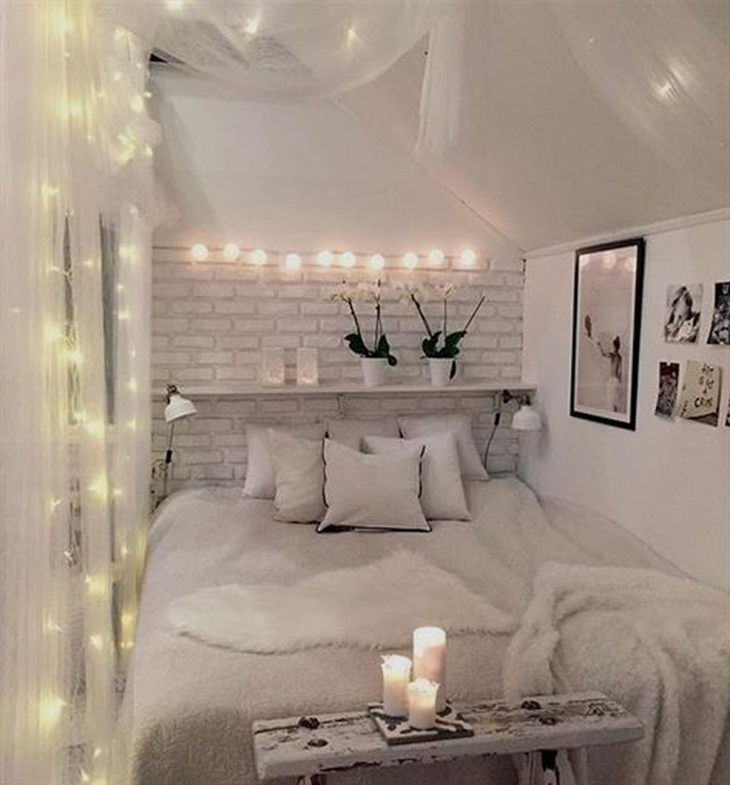 Beautiful Romantic Bedroom Lighting Ideas 37
