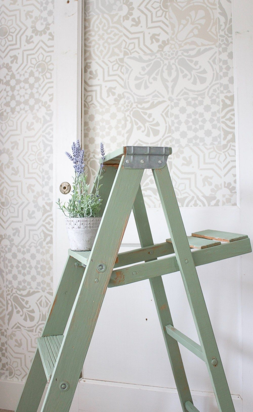 Gorgeous Vintage Ladder Decor Ideas 05
