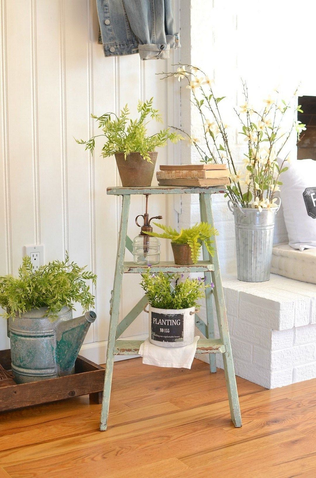 Gorgeous Vintage Ladder Decor Ideas 10