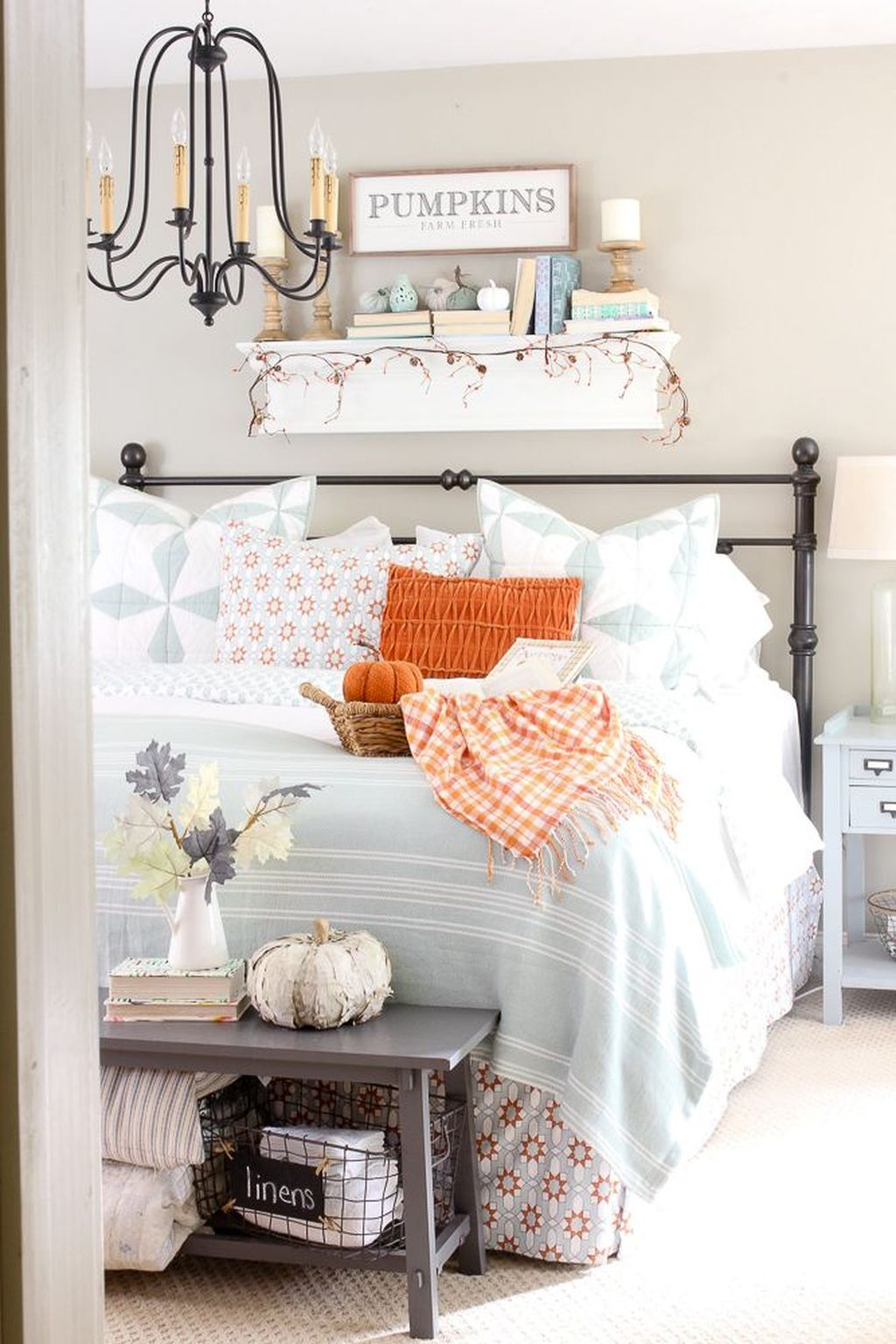 Lovely Fall Bedroom Decor Ideas That Will Popular This Year 26