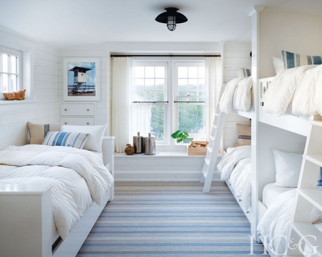 Lovely Lake Bedroom Decorating Ideas 09