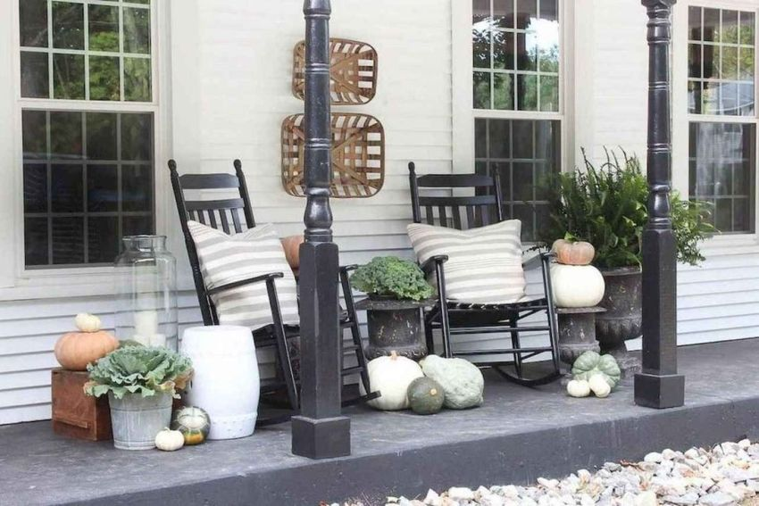 Simple Fall Porch Decorating Ideas 05