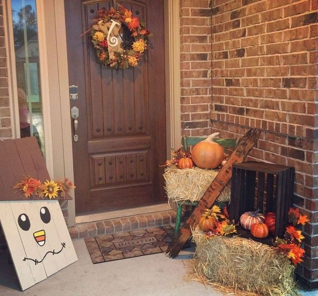 Simple Fall Porch Decorating Ideas 07