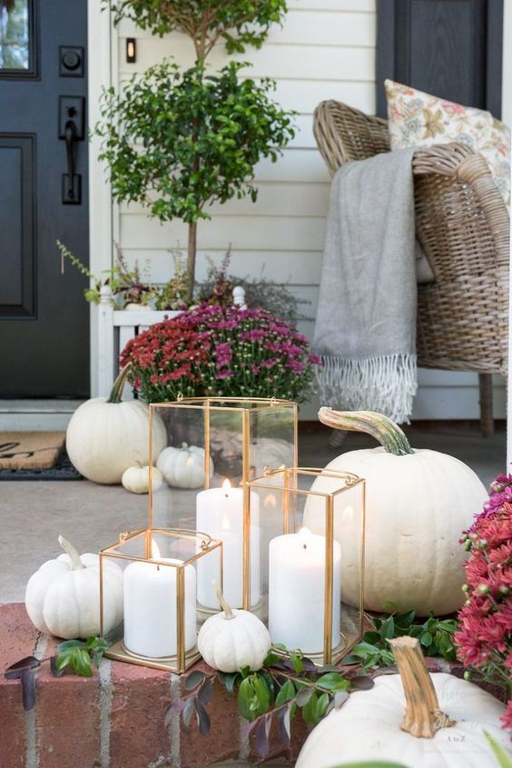 Simple Fall Porch Decorating Ideas 14
