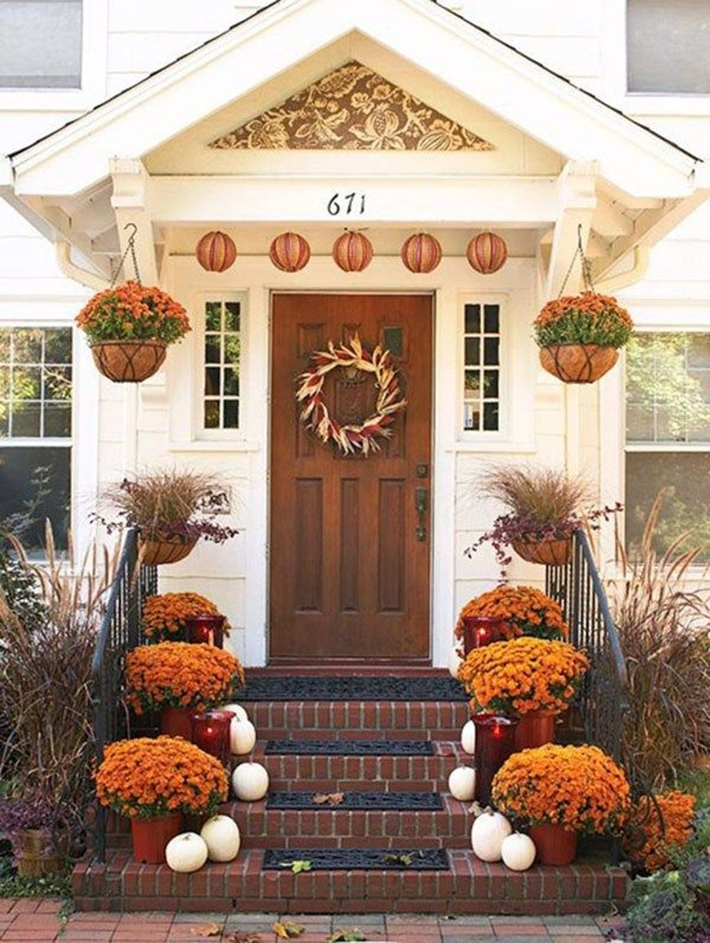 Simple Fall Porch Decorating Ideas 18