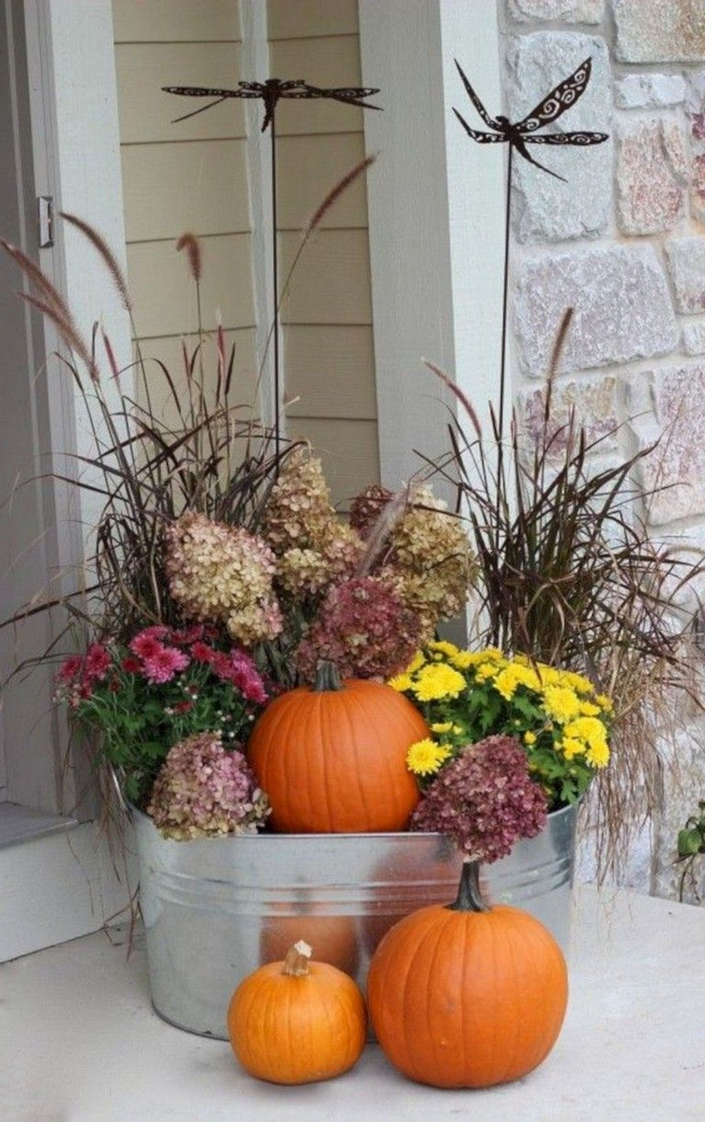 Simple Fall Porch Decorating Ideas 19