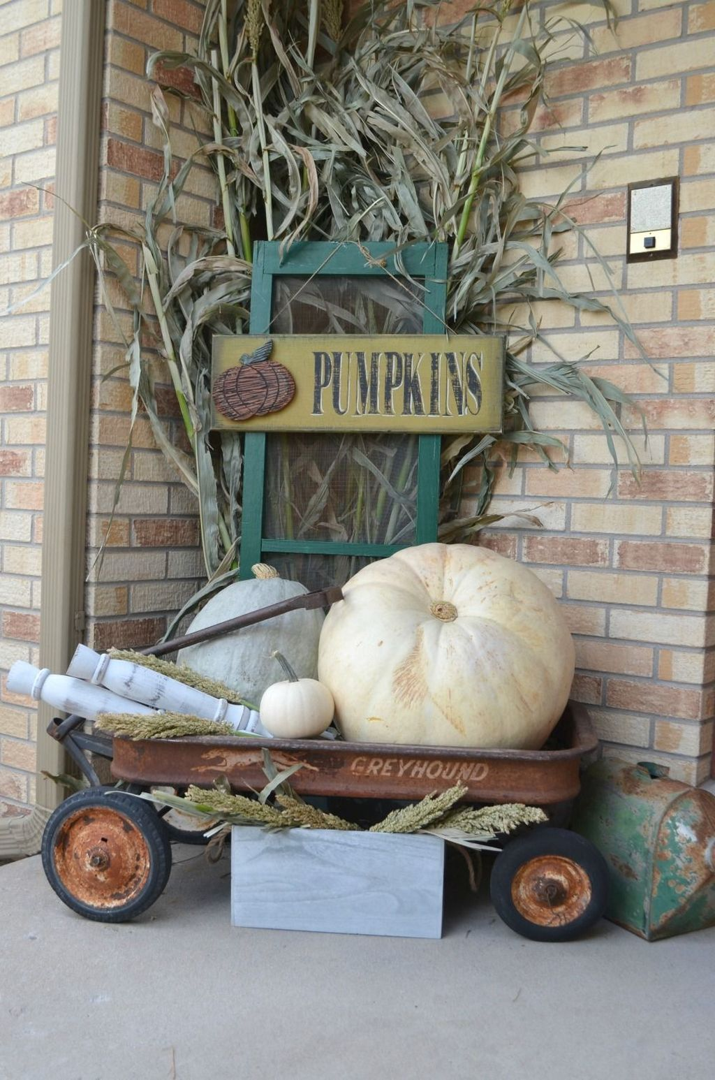 Simple Fall Porch Decorating Ideas 22