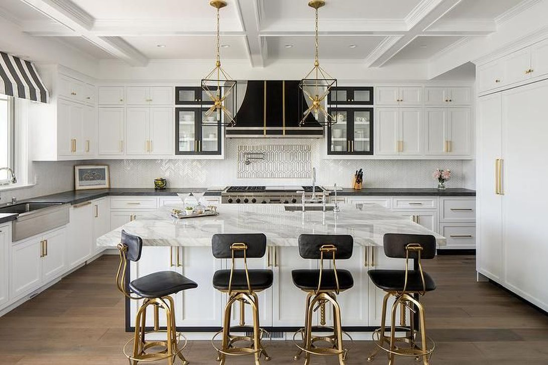 Stunning Black Kitchen Island Ideas 24