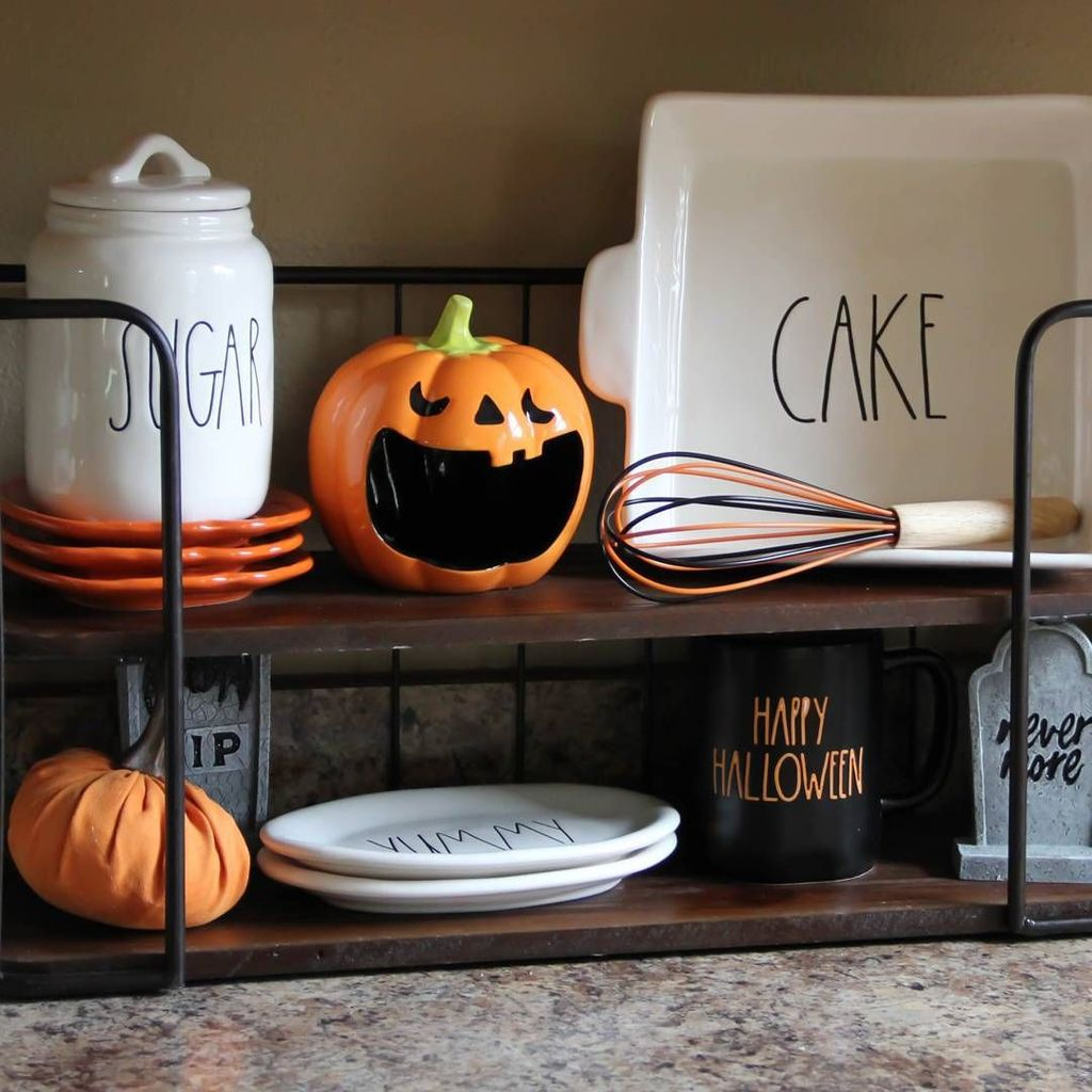 Stunning Halloween Kitchen Decor Ideas 07