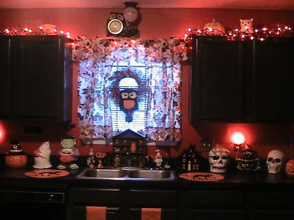 Stunning Halloween Kitchen Decor Ideas 18