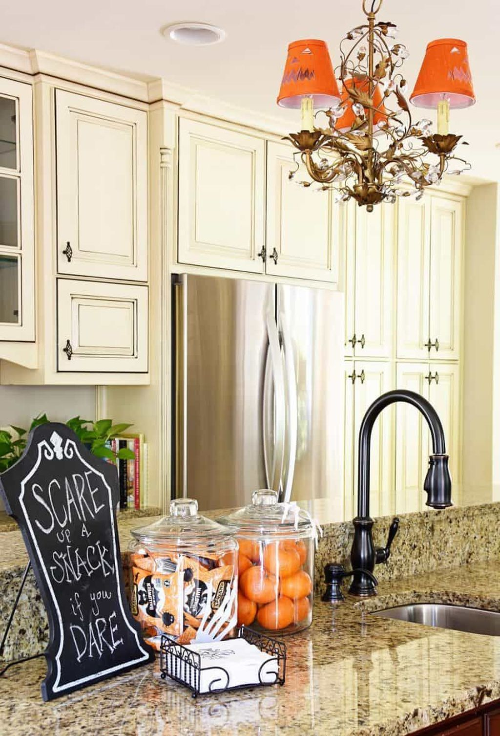 Stunning Halloween Kitchen Decor Ideas 30