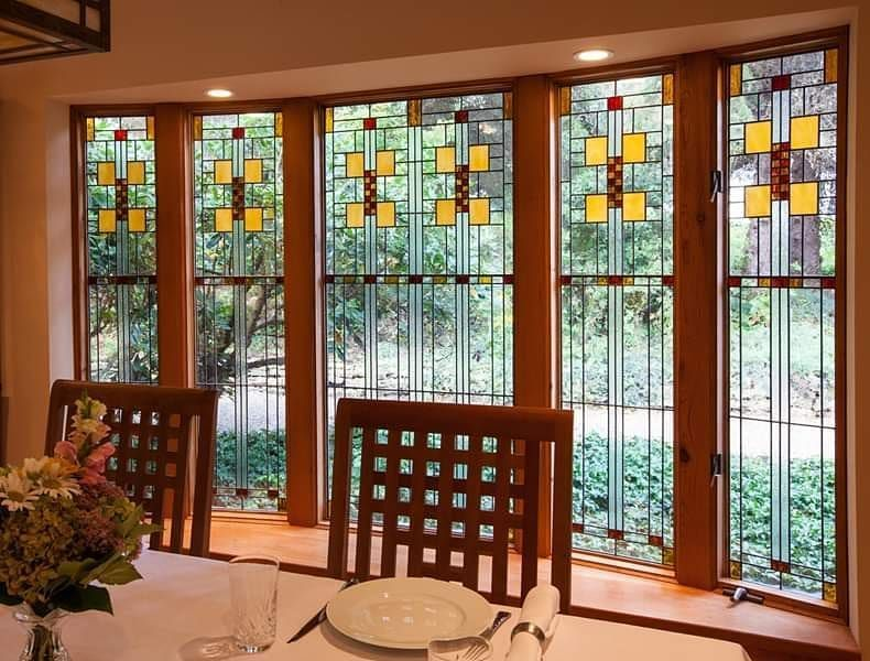 Stunning Leaded Glass Windows Design Ideas 14