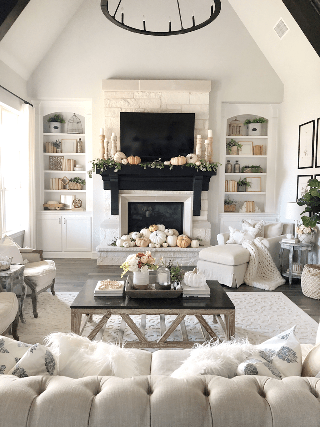 The Best Fall Living Room Decor Ideas Because Autumn Is Coming 12