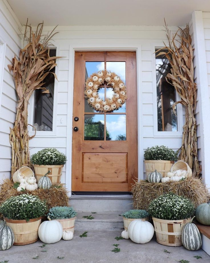 Awesome Thanksgiving Front Door Decor Ideas 34