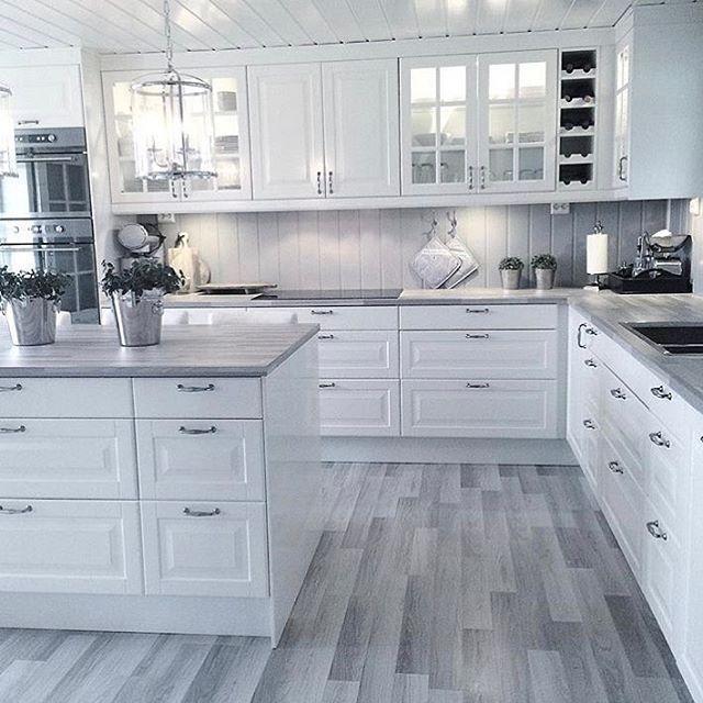 Inspiring White Kitchen Design Ideas With Luxury Accent 03