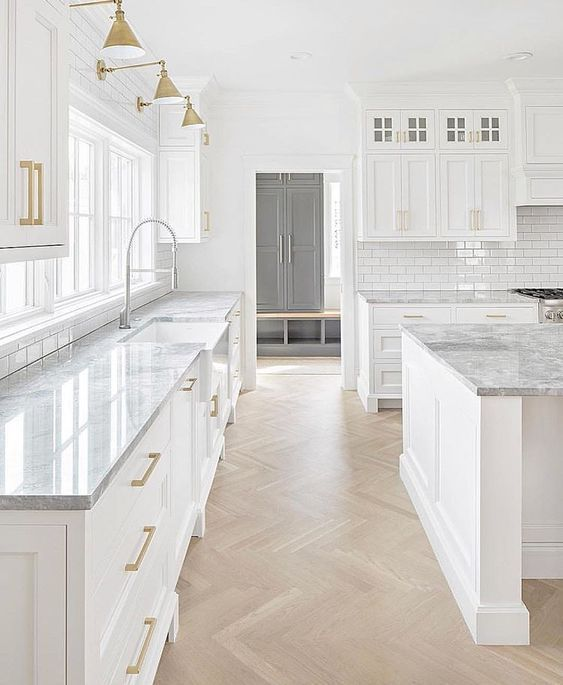 Inspiring White Kitchen Design Ideas With Luxury Accent 15