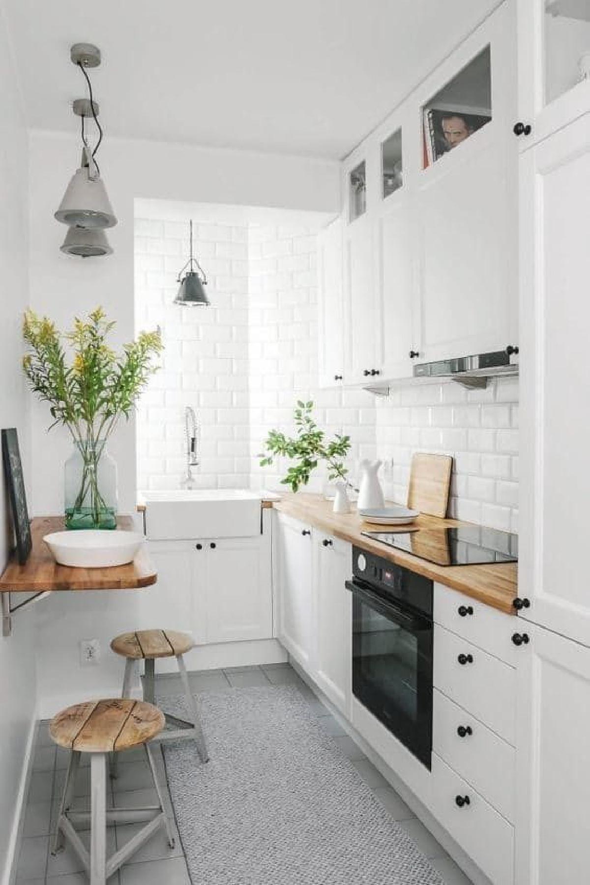 Inspiring White Kitchen Design Ideas With Luxury Accent 20