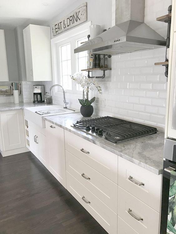Inspiring White Kitchen Design Ideas With Luxury Accent 25