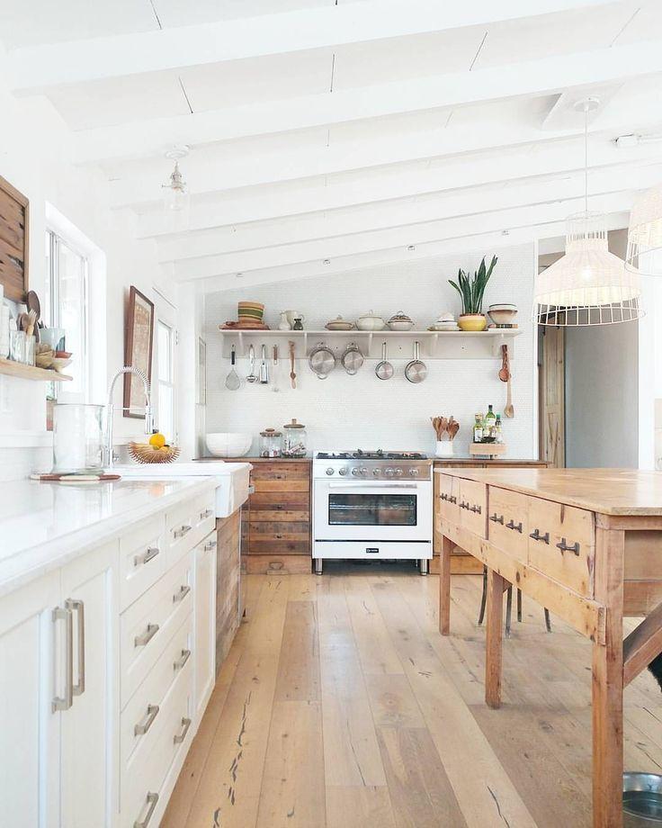 Inspiring White Kitchen Design Ideas With Luxury Accent 28