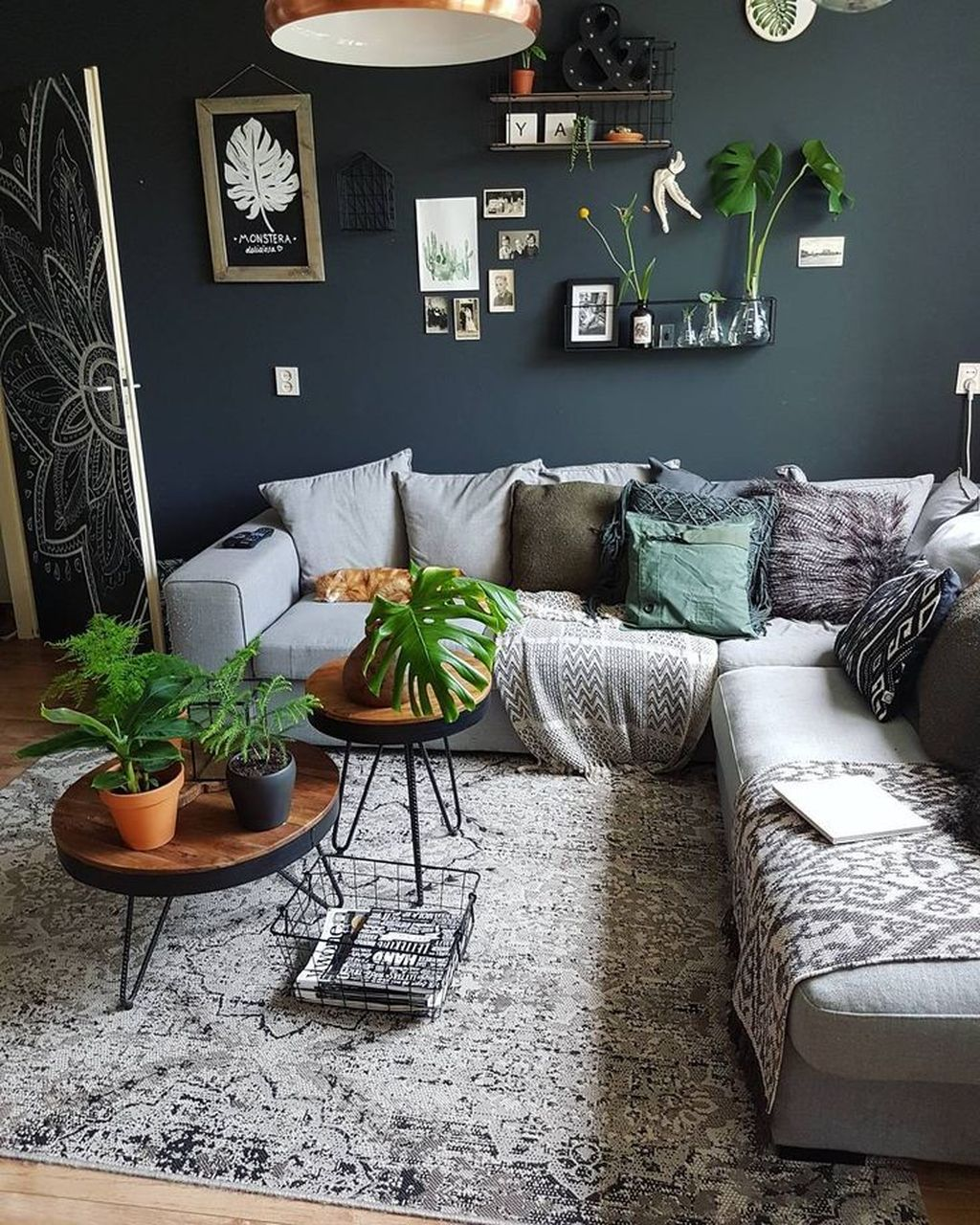 Lovely Living Room Decoration Ideas With Bohemian Style 10