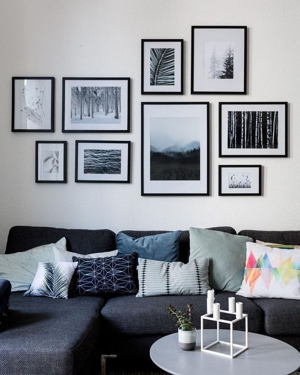 Beautiful Living Room Wall Gallery Decorating Ideas 17