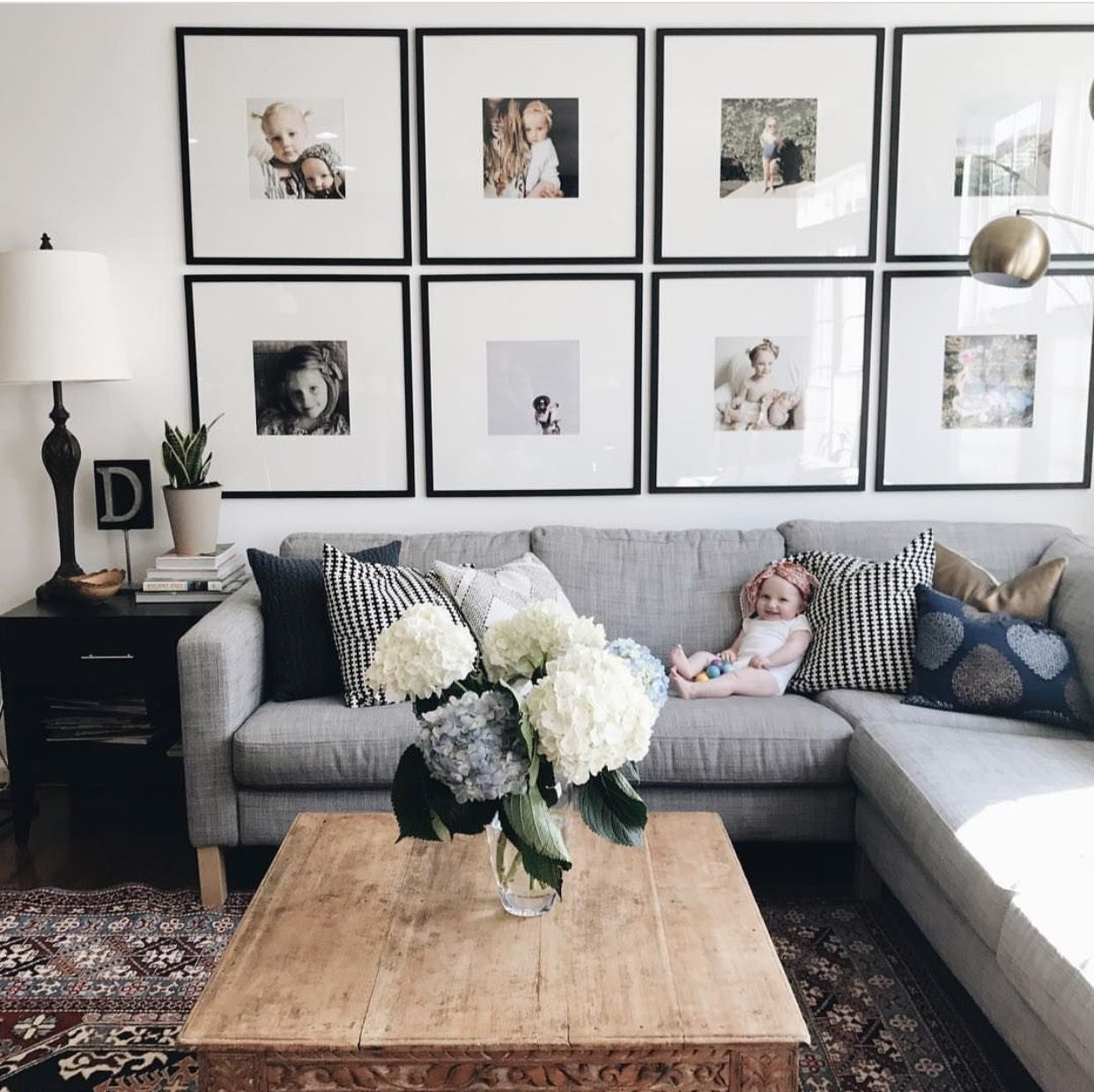 Beautiful Living Room Wall Gallery Decorating Ideas 19