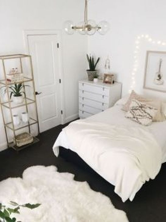 Beautiful White Bedroom Design And Decor Ideas 19