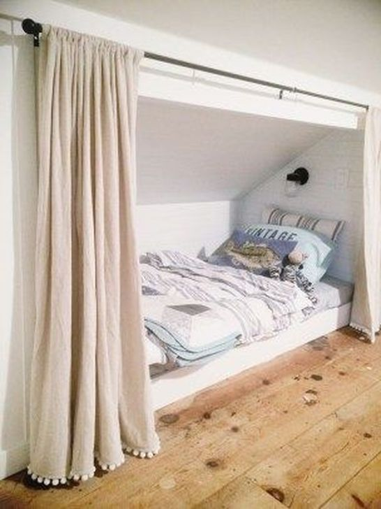 Fabulous Small Attic Bedroom Design Ideas You Will Like 21
