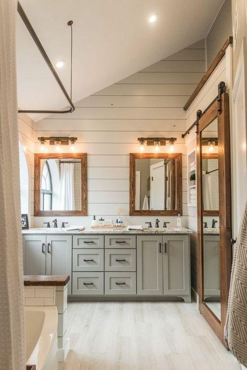 Inspiring Rustic Farmhouse Bathroom Decorating Ideas 31