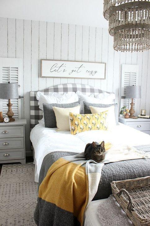 Lovely Fall Bedroom Decor Ideas 18