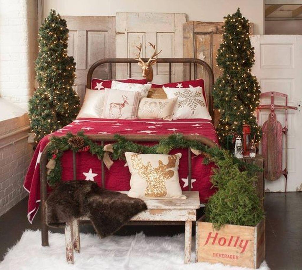 Amazing Farmhouse Style Christmas Bedroom Ideas 01