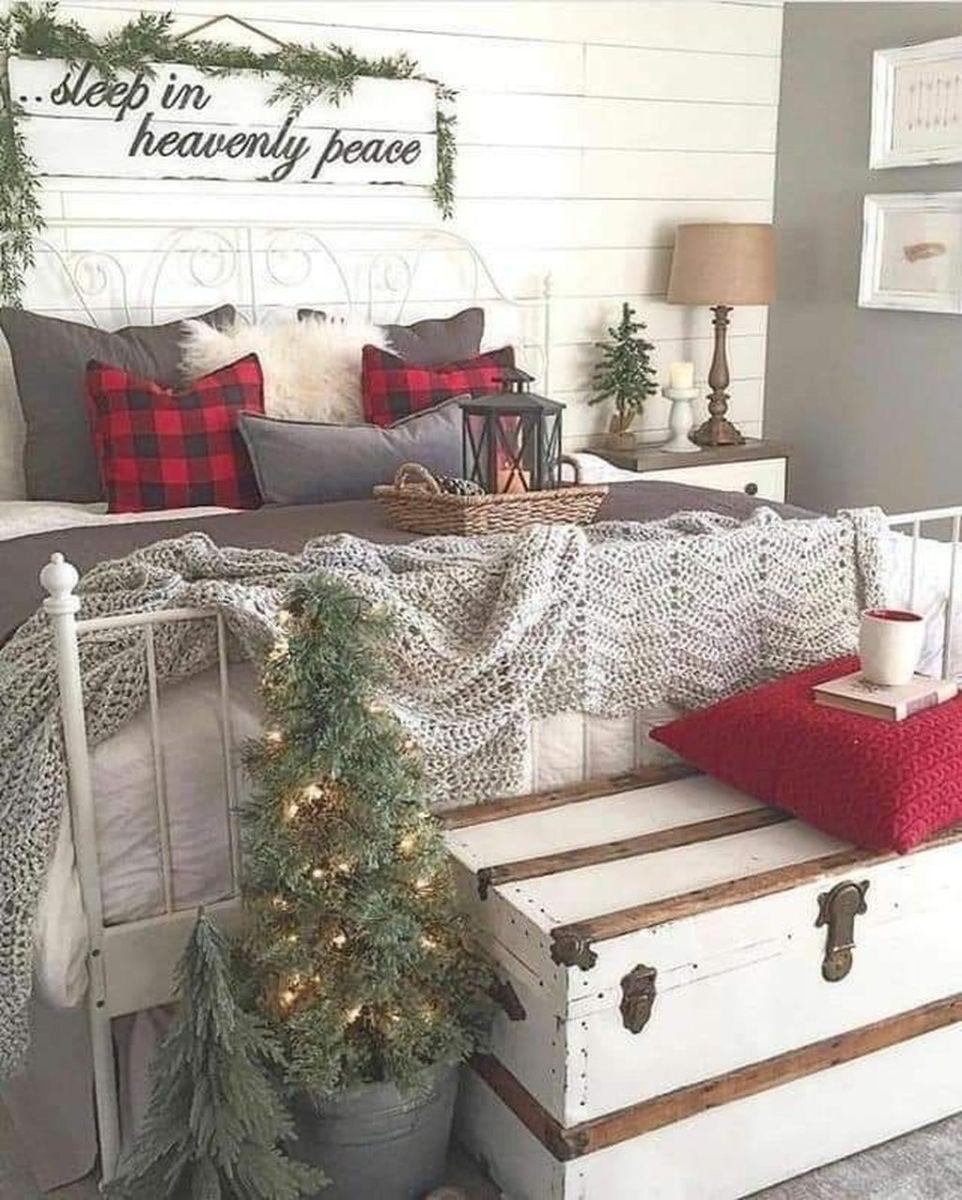 Amazing Farmhouse Style Christmas Bedroom Ideas 07