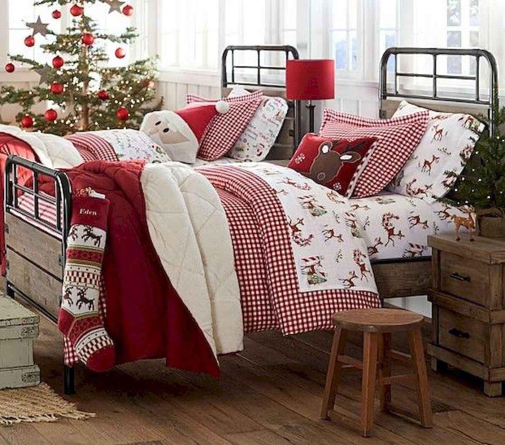 Amazing Farmhouse Style Christmas Bedroom Ideas 09
