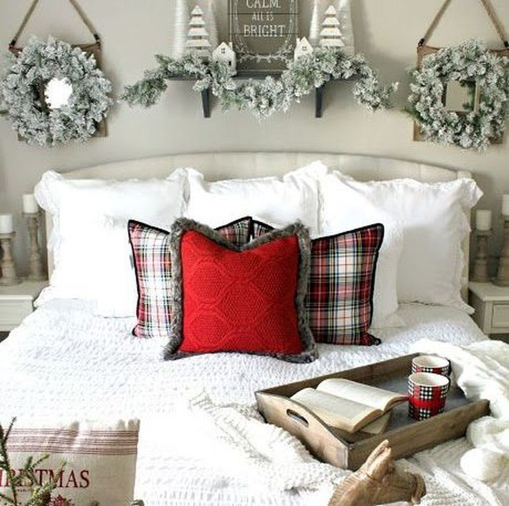 Amazing Farmhouse Style Christmas Bedroom Ideas 12