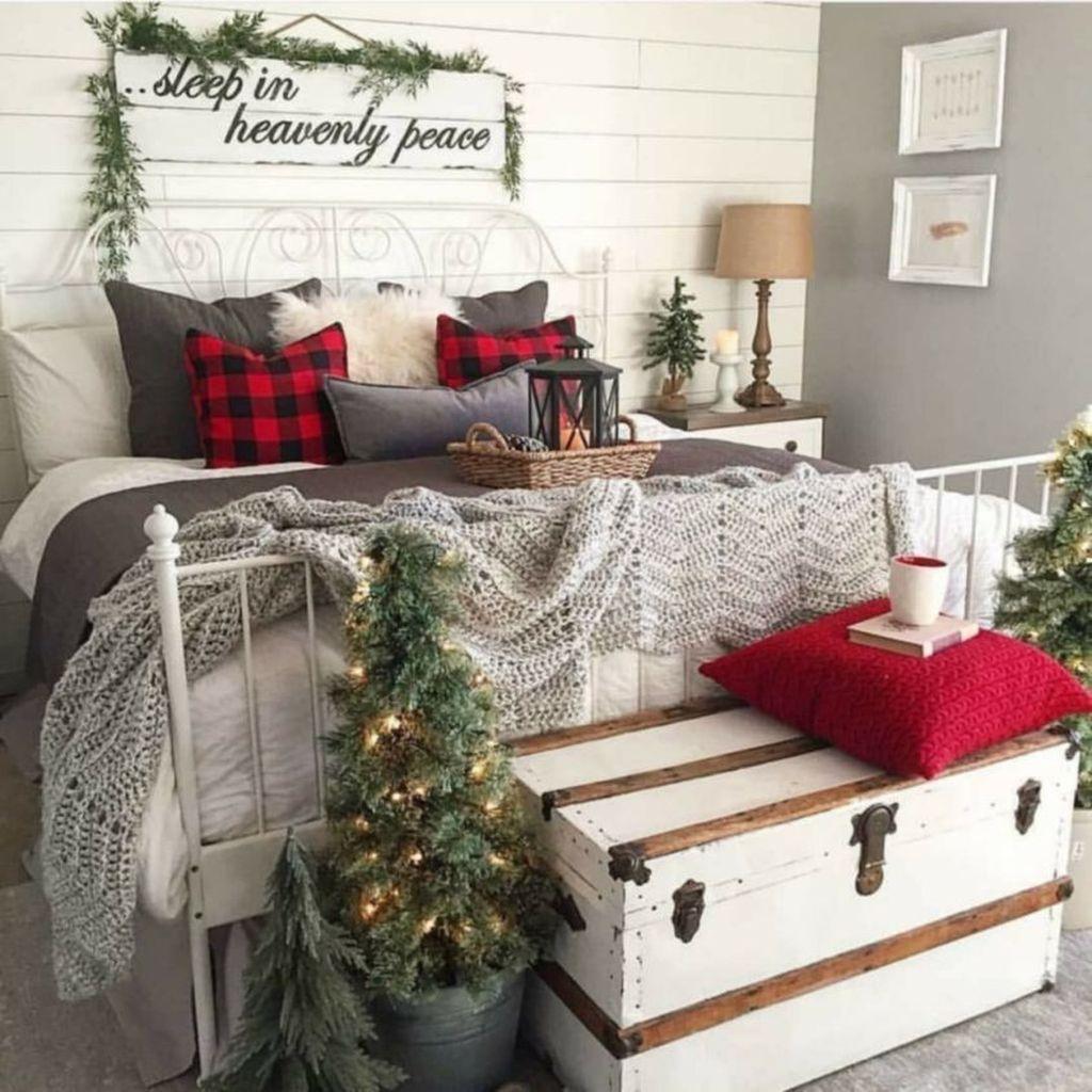 Amazing Farmhouse Style Christmas Bedroom Ideas 13