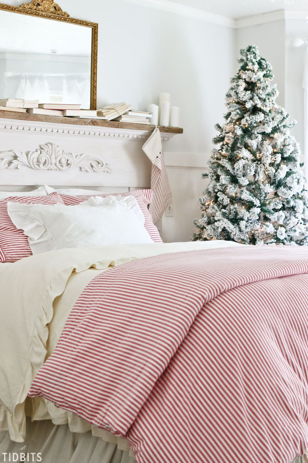 Amazing Farmhouse Style Christmas Bedroom Ideas 24