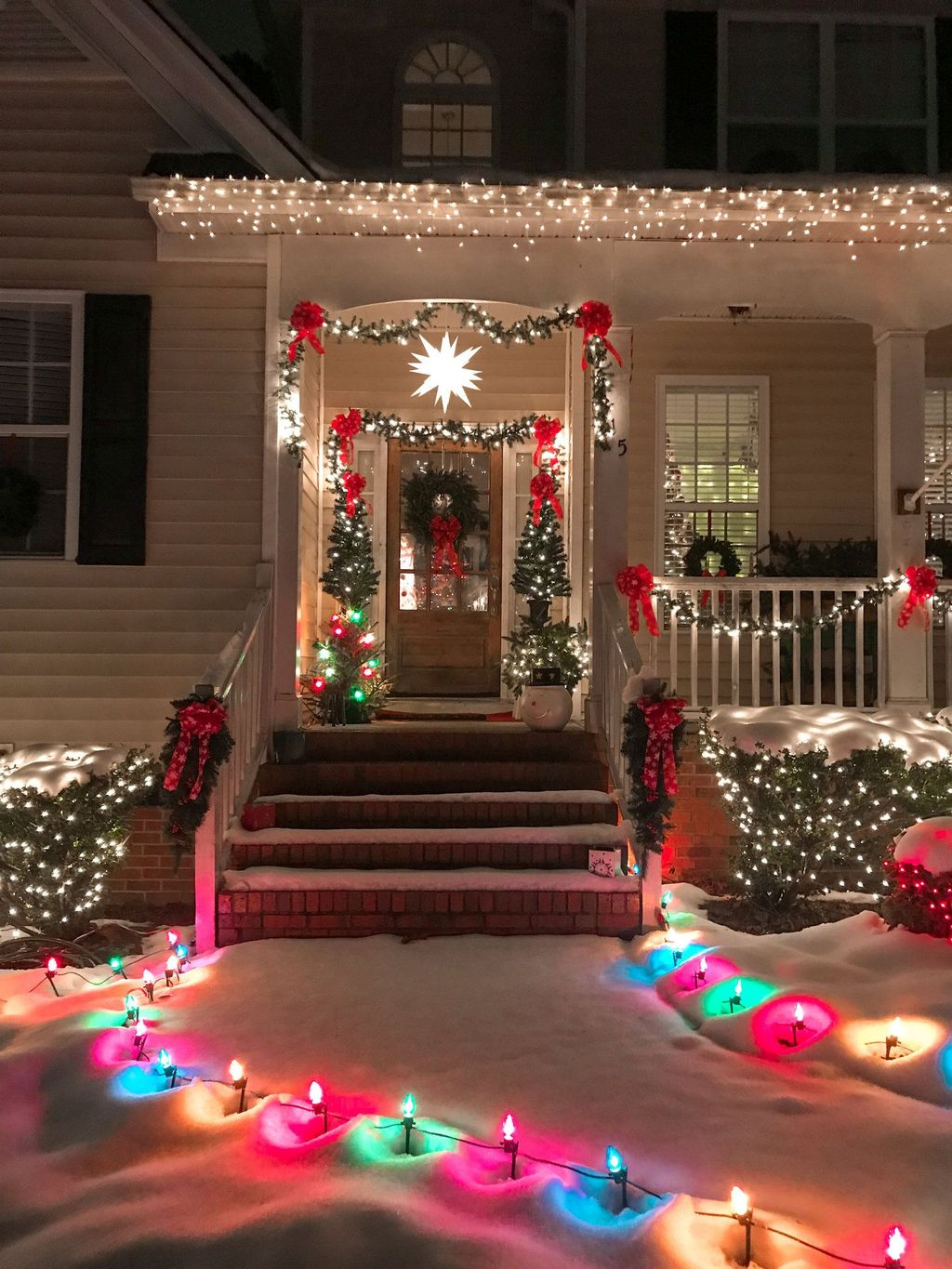 Awesome Christmas Lights Ideas For Exterior Decoration 23