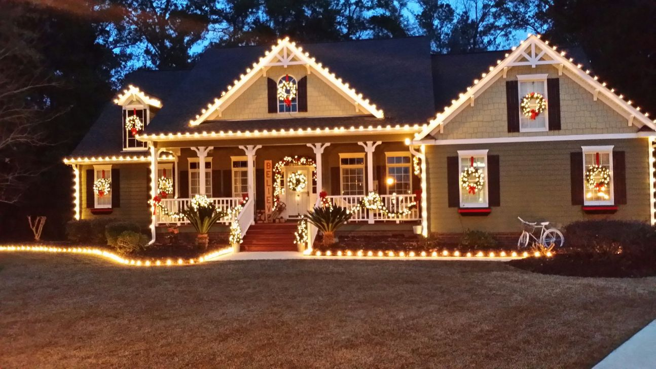Awesome Christmas Lights Ideas For Exterior Decoration 29