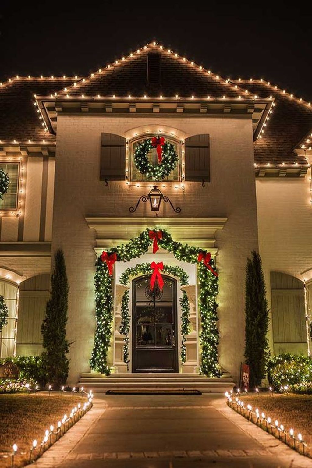 Awesome Christmas Lights Ideas For Exterior Decoration 33