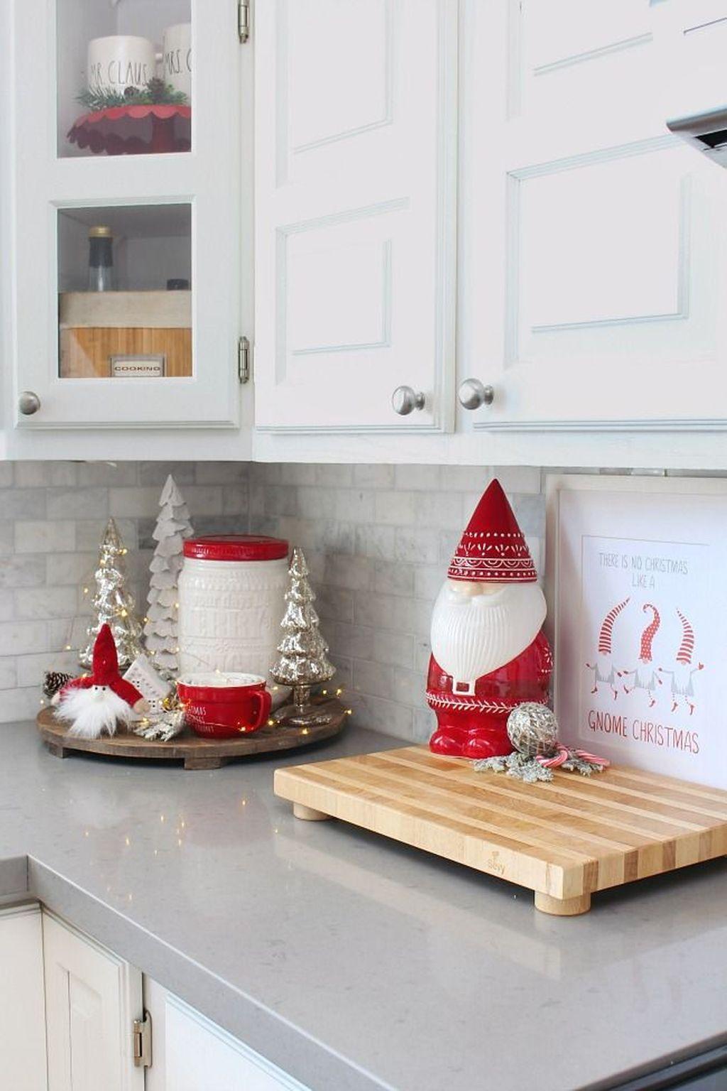 Awesome Christmas Theme Kitchen Decor Ideas 03