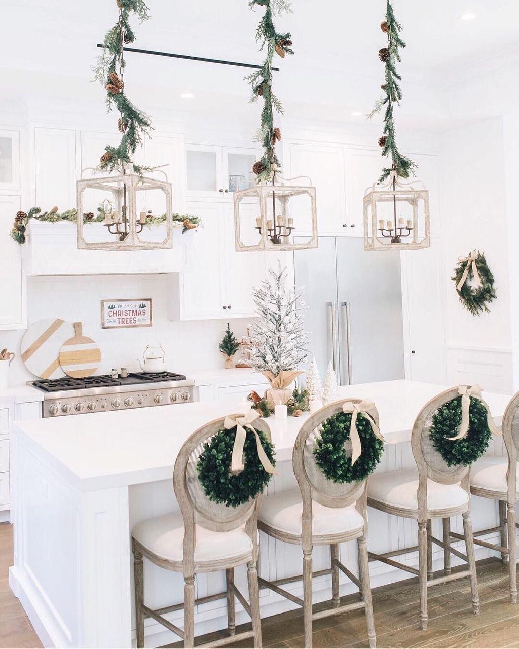 Awesome Christmas Theme Kitchen Decor Ideas 08