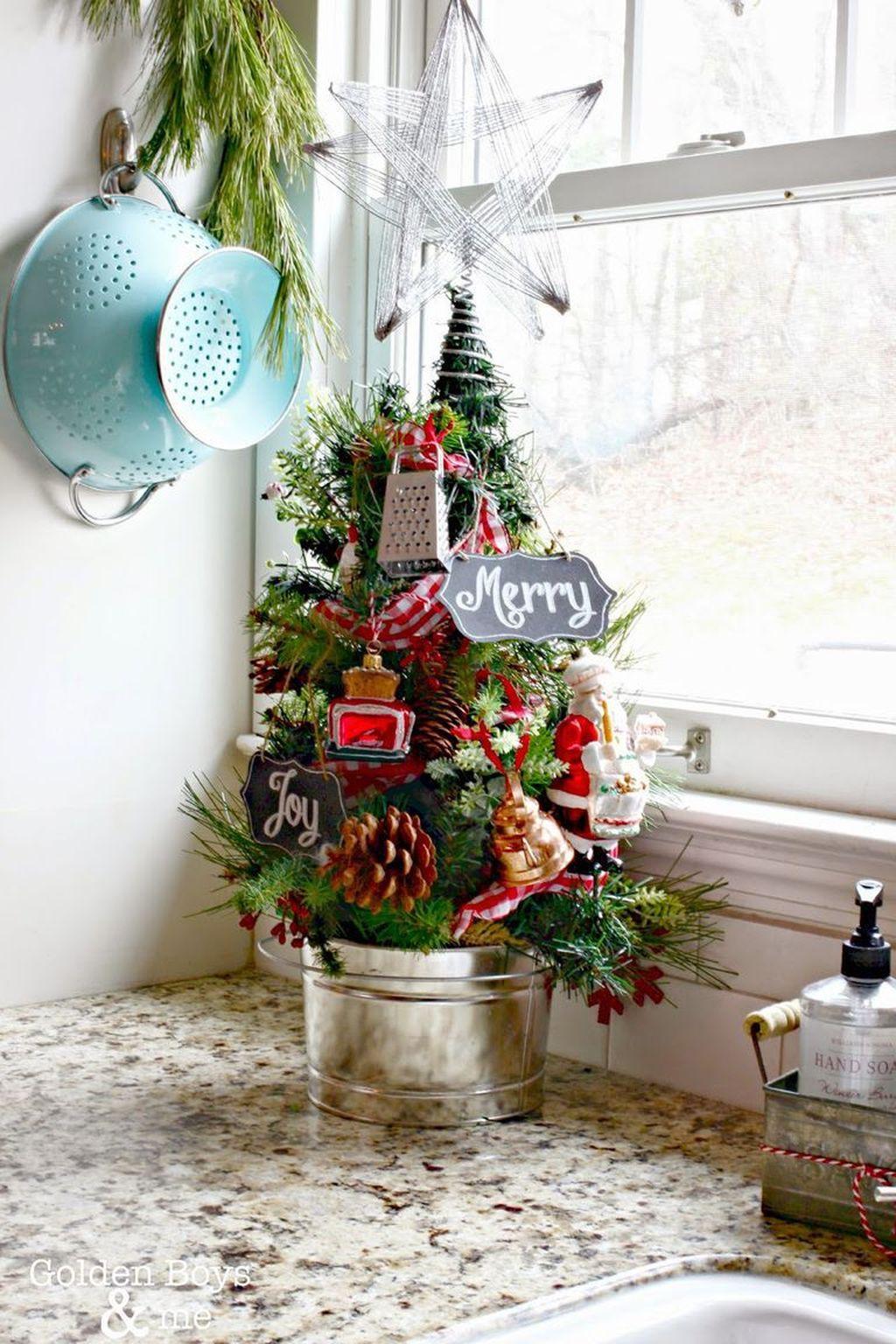 Awesome Christmas Theme Kitchen Decor Ideas 09