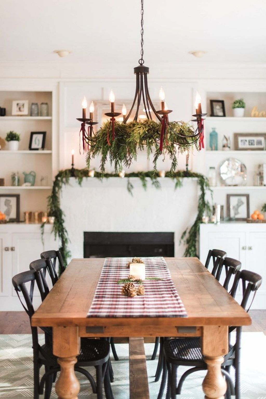 Beautiful Christmas Dining Room Decor Ideas You Never Seen Before 31