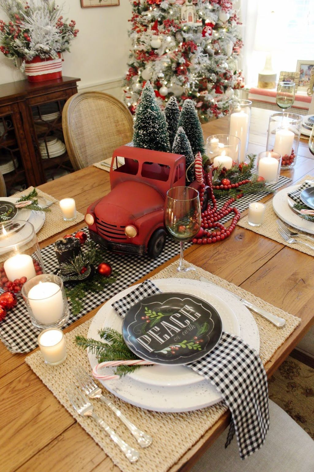 Beautiful Christmas Dining Room Decor Ideas You Never Seen Before 34
