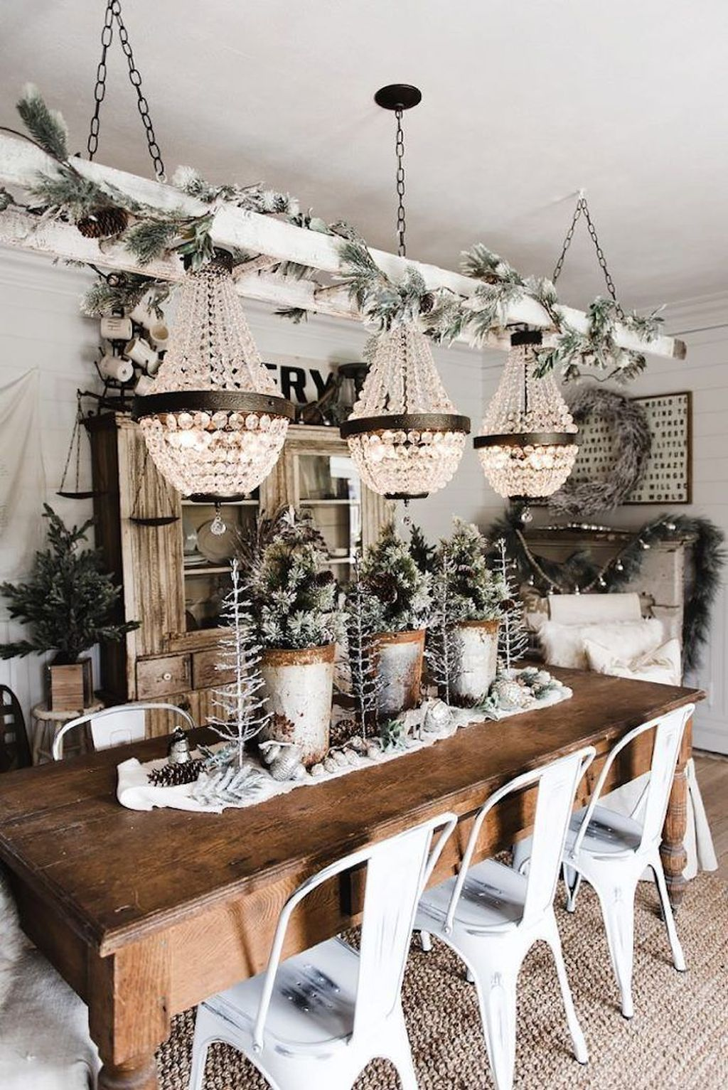 Beautiful Christmas Dining Room Decor Ideas You Never Seen Before 35